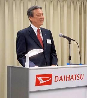 3月16日の記者会見でダイハツのリブランディングについて説明する三井社長