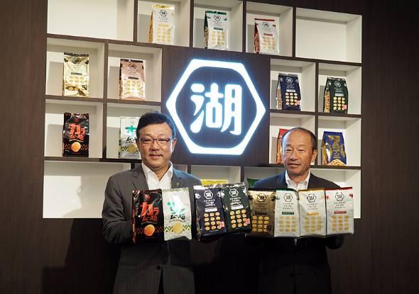 佐藤章社長(左)と小池孝会長
