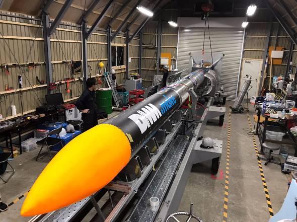 インターステラテクノロジズの観測ロケット「MOMO」初号機(出典:公式Twitter)
