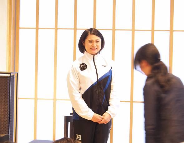 元競泳選手の山口美咲さんは、第2の人生を星野リゾート社員として送っている。写真は大学生向けに開かれたワークショップでの1コマ