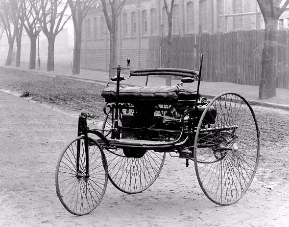 1886年に世界初の自動車として登場したことで名高いベンツの三輪車(出典:Wikipedia)