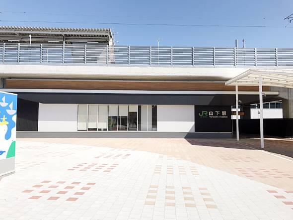 震災後に新設されたJR山下駅。同駅がある常磐線相馬〜浜吉田間の運転は16年12月に再開されたばかり