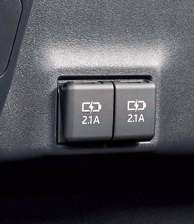 2個の充電用USB端末が運転席の背後に備わる
