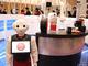 ロボットが接客から給仕まで「無人カフェ」オープン