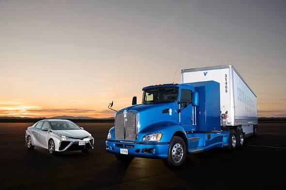 トヨタが17年夏からロサンゼルスでスタートさせた燃料電池大型商用トラックの実証実験。水素燃料電池は長距離定期便のような運行には適している