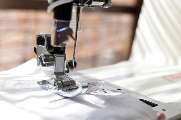 デザイナーと縫製工場の双方が課題を抱えていた