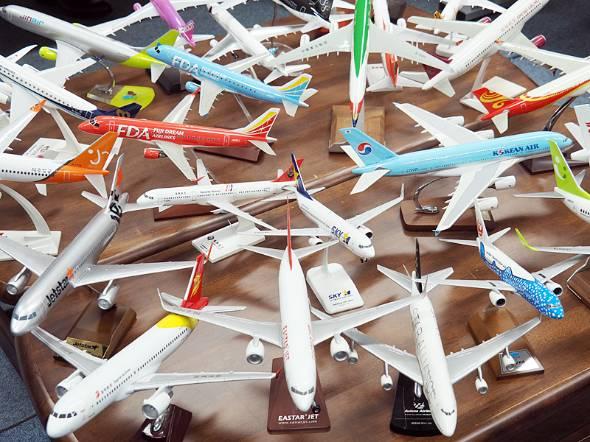 那覇空港に乗り入れる航空会社の模型