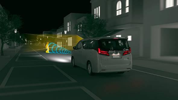 価格帯別に2種類あった運転支援システムは、これ以降1つに統一されていくという。追加または向上した機能は、夜間感度の向上、自転車の検知、レーントレース機能