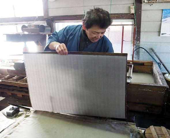 職人による和紙作り