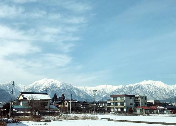 北アルプスの山々が美しい大町