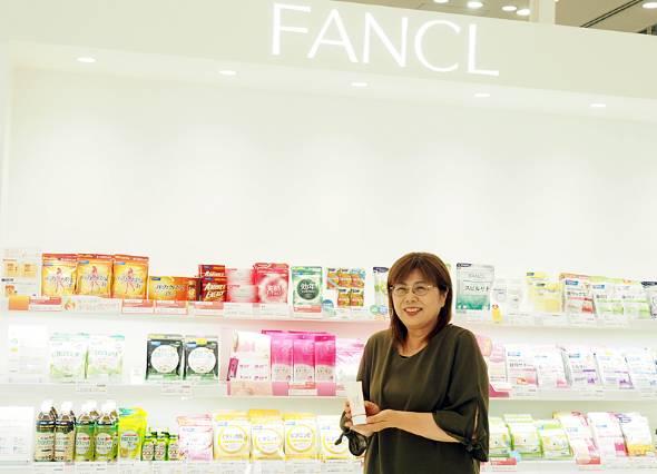 アクティブシニア社員として働く桧山正子さん。ファンケル歴30年以上のベテラン社員だ