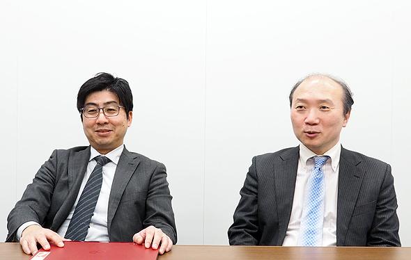 総務人事本部の山本年洋氏(左)と岡哲也氏