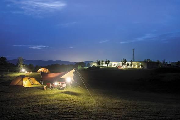 新潟県三条市にあるスノーピークの「Headquarters」。キャンプ場に本社オフィスなどを併設した(写真:同社提供)
