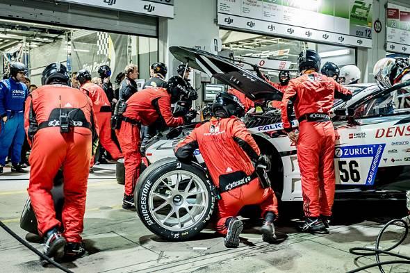 働き方改革にモーターレースを用いるトヨタ。写真は2018年のニュルブルクリンク24時間耐久レースの様子