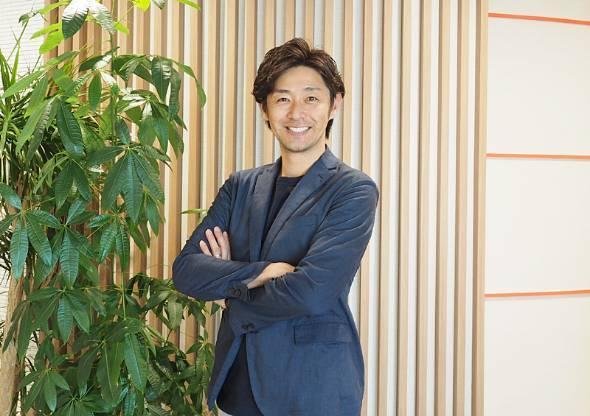 江尻慎太郎さん。1977年4月30日生まれ。宮城県仙台市出身。仙台第二高校、早稲田大学を経て、ドラフト自由獲得枠で日本ハムファイターズに入団。横浜ベイスターズ、福岡ソフトバンクホークスと渡り歩き現役引退。その後、一般企業へ転身しビジネスマンとして活躍。現在はホークスの球団広報を務める