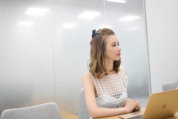 ディライテッド株式会社 代表取締役CEO 橋本真里子。2004年大学卒業後、上場企業5社に受付として勤務。受付での実務だけなく、受付チームの構築やメンバーのマネジメントにも従事。16年にディライテッド株式会社を設立し、現職に就任。翌2017年、これまでの自身の経験や知見を総動員し、iPad無人受付システム「RECEPTIONIST(レセプショニスト)」をリリース