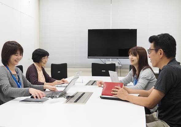 ブラザー工業の社内会議の様子。女性の活躍を会社としても推進している