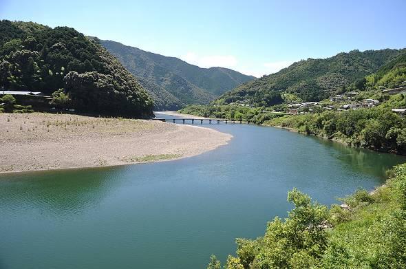高知県内を流れる四万十川は「日本最後の清流」として有名だ