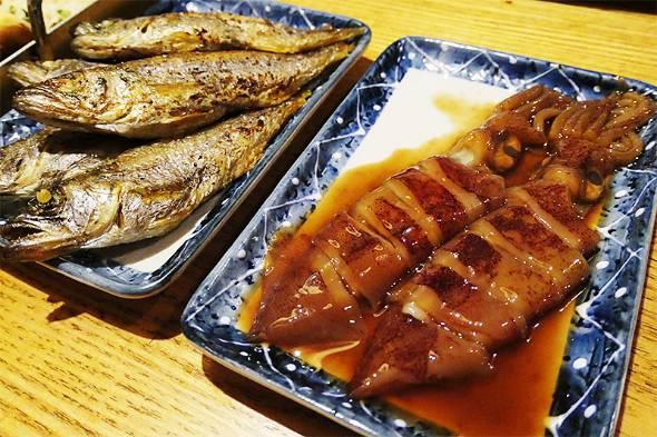 店には三重県の海で自ら漁をして仕入れてきた魚介類が並ぶ