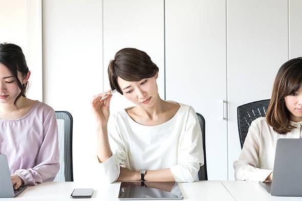 働く女性の8割が仕事にストレス感じる