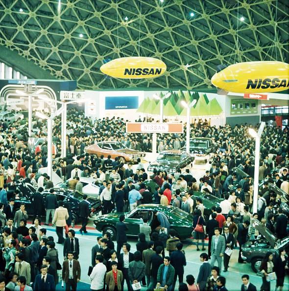1975年の東京モーターショー。懐かしいクルマが並ぶが、何よりも会場全体に満ちたこの活気が今と全く違う