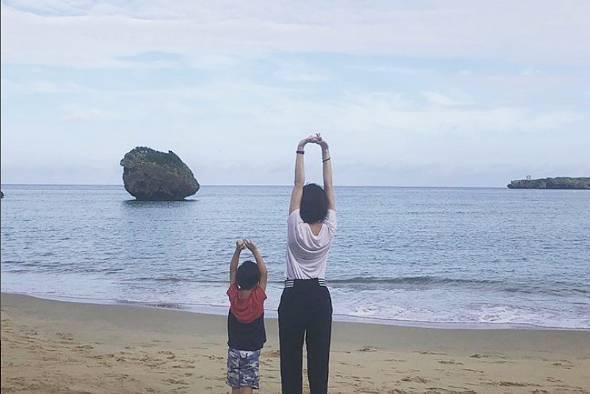 西表島のビーチを子どもと一緒に早朝散歩