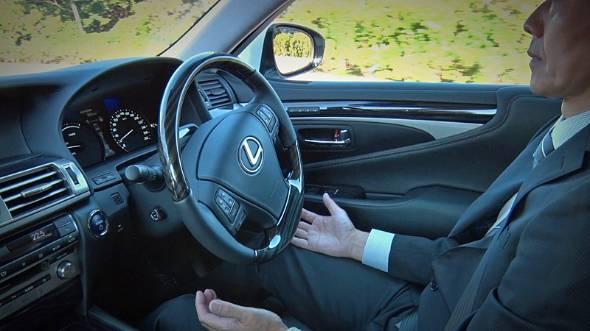 現行の国際ルールでは、自動運転の実験中、ドライバーは全ての責任を負うつもりで待機していなくてはならない