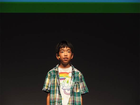 VR(仮想現実)ゲーム「Crazy Drive VR」を開発した大竹悠太さん(10歳、小5)