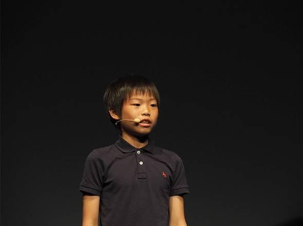 昆虫をテーマにしたサバイバルゲーム「Action Bugs」を開発した玉川蓮さん(11歳、小5)