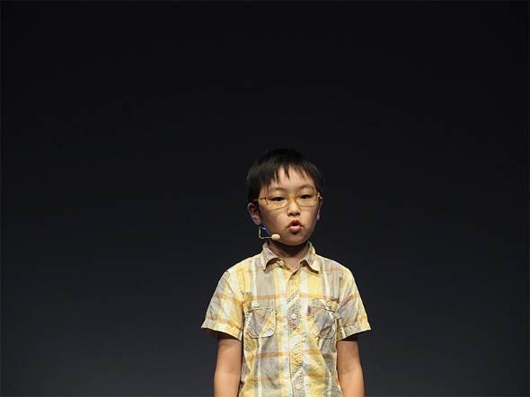 天気情報などを基に着る洋服を選ぶアプリ「今日の洋服何着てく?」を開発した澁谷知希さん(10歳、小5)