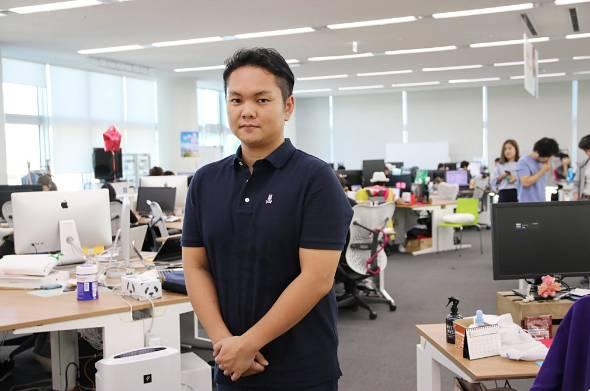 株式会社マッチングエージェント 代表取締役社長 合田武広さん。2011年、大学院在学中にアプリ開発コンテストで優勝。同年、サイバーエージェントの内定者でありながら株式会社フェイスマッチを設立し、大学院を中退。その後、同社は12年にサイバーエージェントの子会社となり、マッチングサービス「Pitapat」をリリース。公開3日で10万ダウンロードを記録したが、収益化に苦戦しサービスをクローズ。その後、別サービスの立ち上げを経て、13年、株式会社マッチングエージェントを設立、代表取締役社長に就任。会員数は400万人、累計マッチング数は1億組を誇るマッチングサービス「タップル誕生」を運営