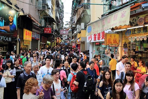 アジアと日本の賃金の差が浮き彫りに。写真はマカオの繁華街(写真提供:ゲッティイメージズ)