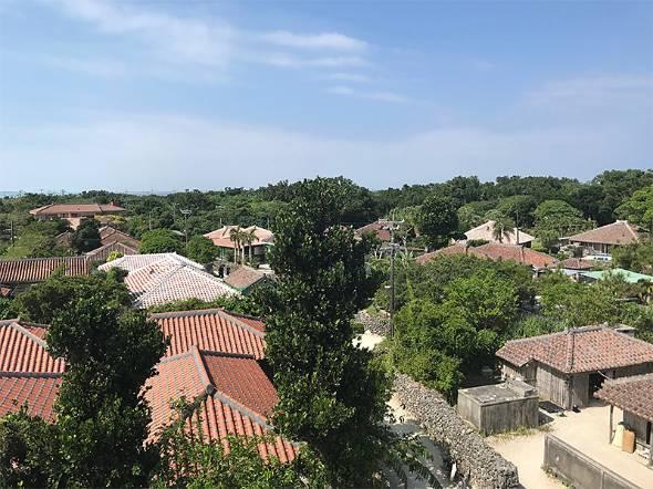重要伝統的建造物群保存地区になっている竹富島の集落