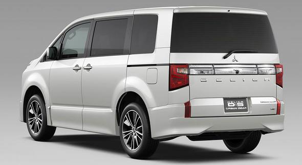 三菱自、新型「デリカD:5」発表 SUVミニバンがオラつき顔に ...