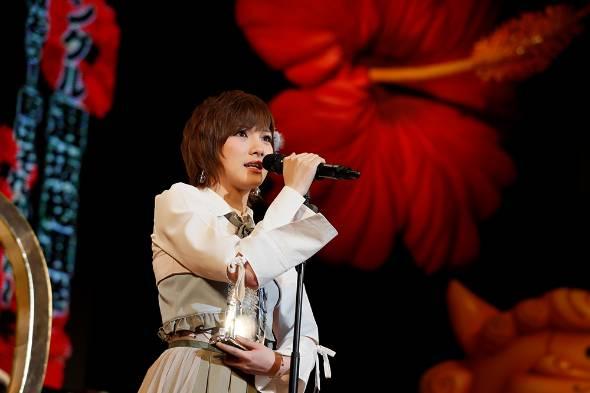 2017年6月、AKB48選抜総選挙の開票イベントでスピーチする岡田さん(C)AKS