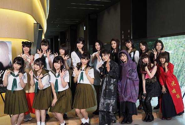 舞台版「マジムリ学園」の記者会見の様子。前列右から4人目が岡田さん