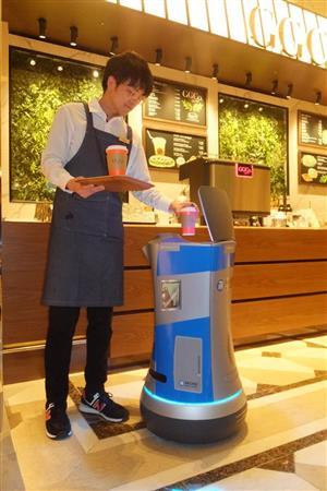 「飲食店の省人化」人手不足……スマホやロボットで対策