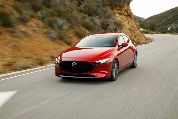 ロサンゼルス北の山岳路でのテストドライブ。新型Mazda3はしんわりと優しいスポーツ性能