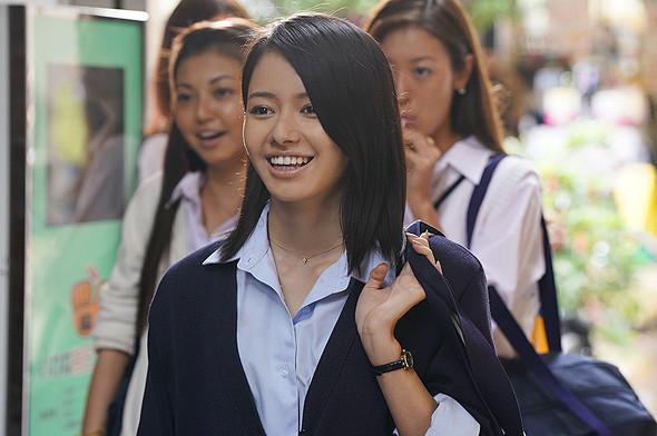 女優の山本舞香さん。1997年10月13日生まれ。鳥取県出身。特技は空手で、黒帯の実力を持つ