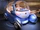 真横走行でラクラク縦列駐車——日産コンセプトカー「ピボ2」