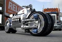 2003年に発表され大きな話題を集めた4輪バイク、ダッジ・トマホーク。10台生産、販売されていたという