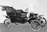 現在の自動車業界はこの「T型フォード」から始まった、といっても過言ではないだろう