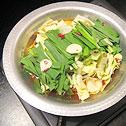 ミノ・ハツモト・シマチョウ・ハチノス・ギアラを煮込んだ、ひと味違う「もつ鍋」