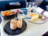 キャセイは機内食も評価が高い(写真はビジネスクラス)