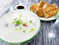 遊び疲れ、飲みすぎた翌朝は中華式のお粥を食べたい