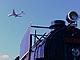 第7鉄 SLと旅客機を同時にパチリ——貝塚公園でナハネフ22が待っている