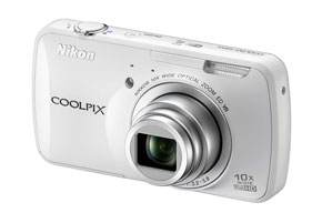 ニコン、Android OS搭載コンパクトデジカメ「COOLPIX S800c」