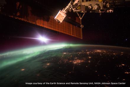 「宇宙から見たオーロラ展2016」