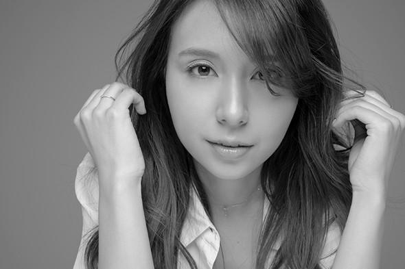 May J. x Fujisato Ichiro「私のものじゃない、私の歌」写真展
