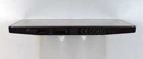 本体底部は左からmicroUSBポート、microSDカードスロット、リセットホール